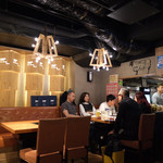 ヤキニクバル 韓の台所 - 店内は海外のお客様でたくさん