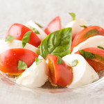 ワインキッチン コメット - アメーラトマトと南イタリア産モッツァレラのカプレーゼ