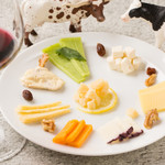 ワインキッチン コメット - おまかせチーズ8種の盛り合わせ
