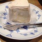 ねるどりっぷ珈琲 機屋 - '濃い'栗のシフォンケーキ