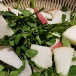 三鷹みかづき酒房 - リンゴとクレソンのサラダ 最近流行っているよねー。こういう果物と合わせるサラダ