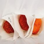 コロッケいまむら - 左:春野菜バジルコロッケ、真ん中:ブイヨンコロッケ、 右:サーモンクリームコロッケ、