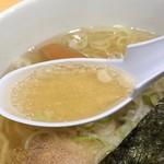 凡の風 - 塩らーめんのスープ