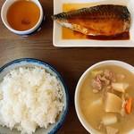 下総屋食堂 - ごはん大盛り さば味噌と豚汁¥650