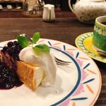 105844426 - レアチーズケーキとキリマンジャロAA