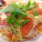 レストラン&カフェ PAO - トマトとモッツアレラのマルゲリータピッツァ(small)