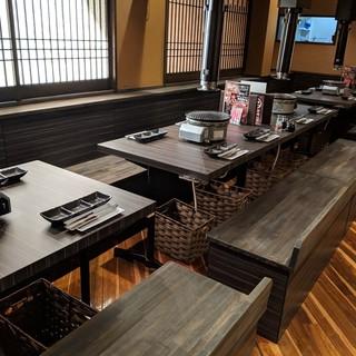 2階はテーブル席にリニューアル!18〜20名貸切可能ですよ!
