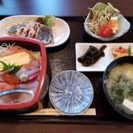 貴州屋 - ランチ限定 特選海鮮丼(税込1,000円)