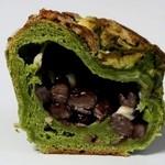 パンドール - 西尾抹茶と大納言の入ったブリオッシュ