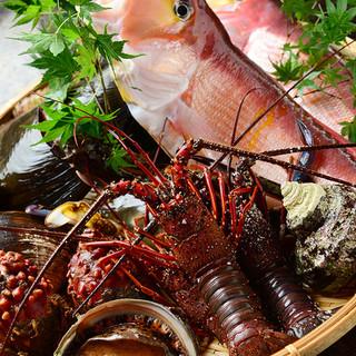 新鮮な天然の魚介類が豊富にそろっています。