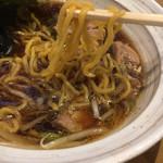 なまら - 麺はちぢれ中太