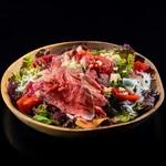牧草牛ローストビーフのパワーサラダ