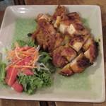 ゴンゴン - 鶏肉のピリ辛レモングラス焼き 880円