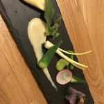 105885377 - 塩麹のバーニャカウダと金時草の豆腐