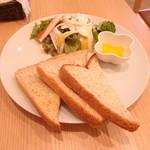 Café Leaf  - トーストとサラダ