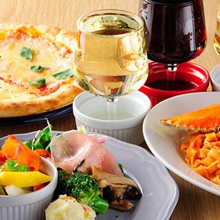 自慢のピザに、ランチやデザートまで多彩なメニューをご提供