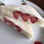 ローソン - いちごサンドイッチ