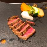 ひゃくいちや - 料理写真:近江牛赤身ステーキ 土佐酢ジュレ、わさび、醤油が付いています