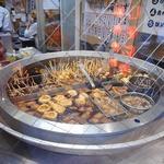 海ぼうず本店 - 入口近くの大きなおでん鍋