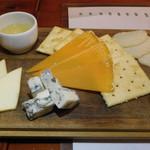 野毛ビストロ ZIPテラス - チーズの盛り合わせ