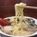 らーめんゲンコツ屋 - 麺リフト