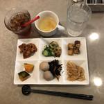 季節のキッチン - 前菜食べ放題、スープと五目ご飯もあります。