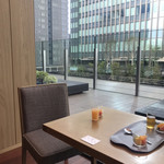 日本橋浅田 - 座席からの風景。テーブルは他の方のものです(笑)