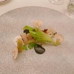 モン・フレーブ - ホワイトアスパラガスと帆立貝、北寄貝のグリエトリフ 黒にんにく風味のアングレーズソース