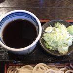 寿美吉 - Cセット(ミニカツ丼+ミニもり) ¥870 のミニもりの薬味、つゆ