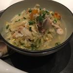 吉祥寺聘珍樓 - ・海鮮チャーハン、スープかけ 雑炊かと思ったら、チャーハンに蛤出汁をかけてありました。 蟹、蛤、雲丹などが入っていました。さっぱりとしていて、すごく好み。