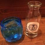 エスニック酒場 ちょいさぼ - 白百合という泡盛 甕の香りがします