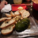 代々木バル - アボカドとクリームチーズのたまり醤油漬け