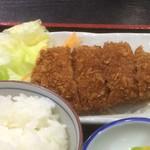 おか茂 - カツはご飯に載せてミンチカツカレー丼