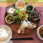 ハチオウジファーマーキッチン ふぁむ - 料理写真:鯖の竜田揚げランチ  1000