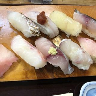 銀太 - 〇地魚にぎり2,000円