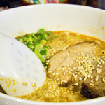 鶴亀屋春慶 - 担々麺600円。