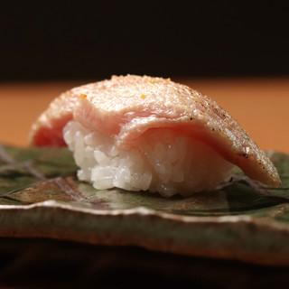 醤油以外で味わう!新定番のゆず塩で愉しめるお寿司が名物◎