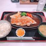 tonkatsutowashokunomisechouhachi - ◆豚肉の生姜焼き定食 2,192円(税込み)