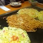 鶴橋風月 - 塩焼そば♪焼いてもってきてくれます。