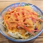 暁タップス - サラダもしっかり美味しい