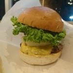 105948460 - 背の高いハンバーガー