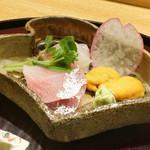 日本料理 太月 - お造り:佐島の鯛、1週間寝かせたひらまさ、無添加うに