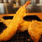 魚がし天ぷら 魚天 - 魚がし天定食のエビ・シシャモ・サメ