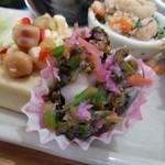 野菜と糀のカフェ このはな - 鰆と菜ばなのピンク柚子おろし和え