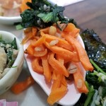 野菜と糀のカフェ このはな - 小松菜とわかめのゴマ和え-切干人参のラペ