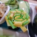 野菜と糀のカフェ このはな - お花卵(大豆シートでカラフルに) 梅紫蘇味2