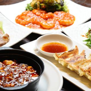 隠れ人気メニューは「焼き餃子」。洋食&中華メニューも豊富!