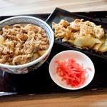 吉野家 - 牛丼並盛と、豚皿並盛