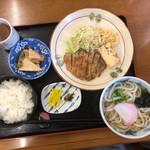 居古奈 - 料理写真:日替わりランチのみそ汁をうどんに変更
