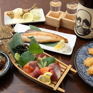 全国から取り寄せる日本酒・焼酎は、自慢の料理と相性抜群◎